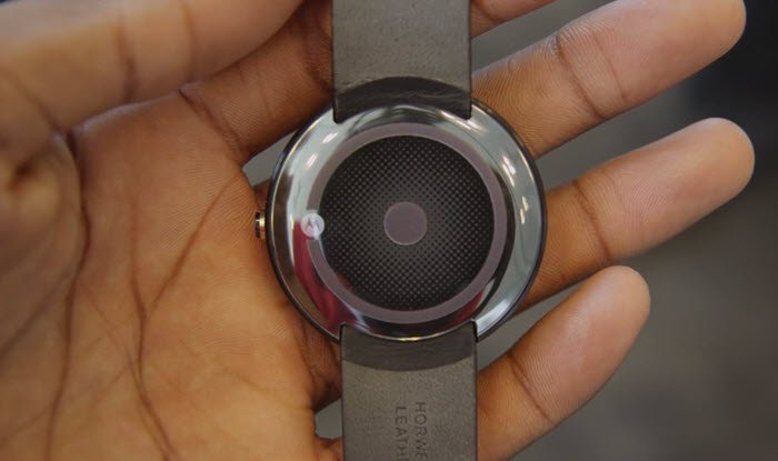 Moto 360 _ back cover wireless charging