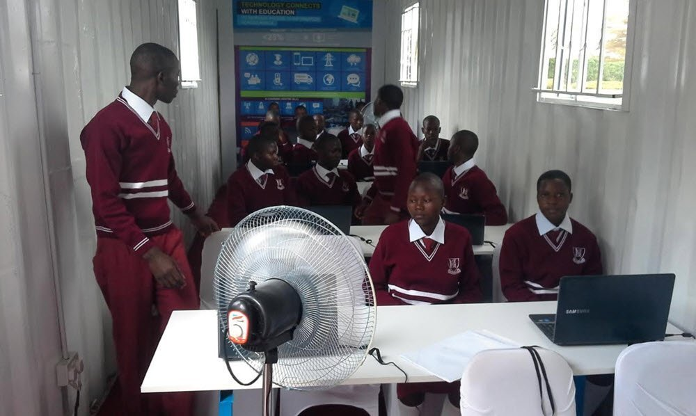 Solar powered school in Uganda 2